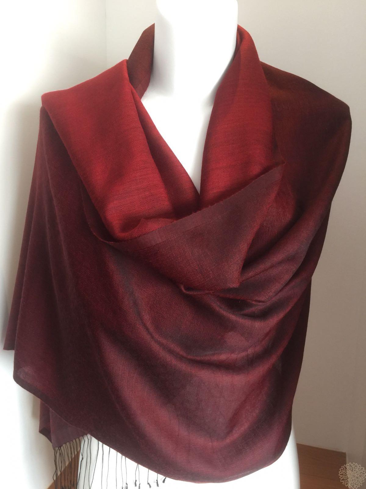 5fa2cba35 2-Colour Diamond Weave Reversible Fine Cashmere & Silk Shawl –  aapashmina.com
